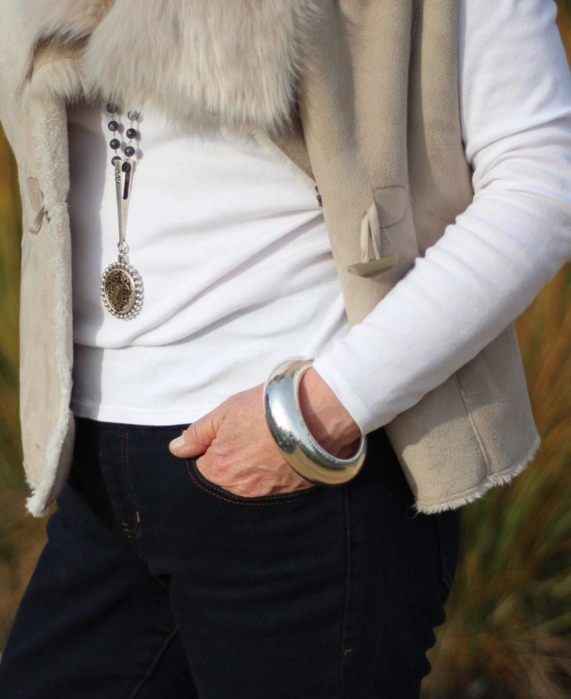 bold accessories with Jag Nora skinny jean