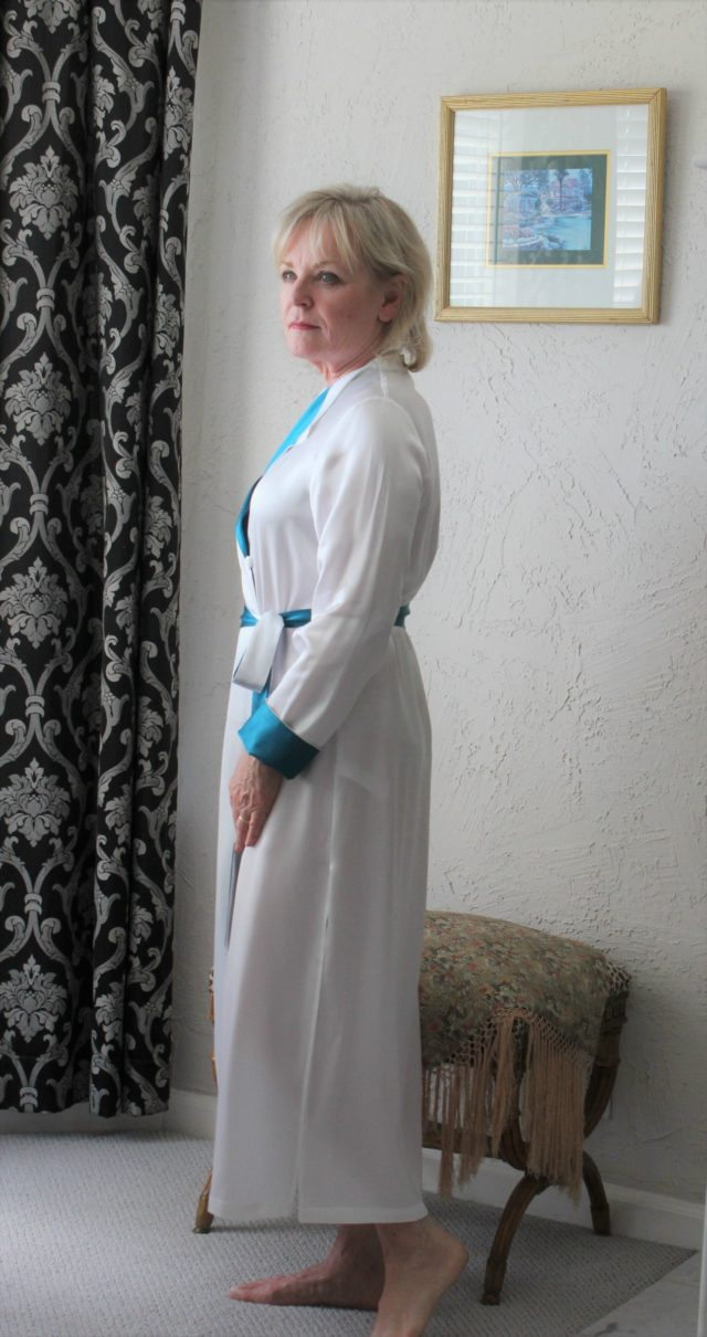 Jennifer Connolly of A Well Styled Life wearing a LILYSILK robe