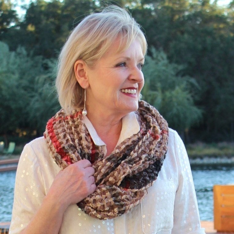 Jennifer Connolly of A Well Styled Life wearing infinity scarf from Purple Poppy