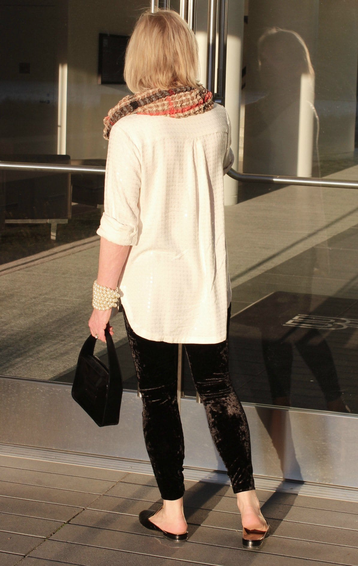 Jennifer Connolly of A Well Styled life wearing Lysse velvet leggings from Purple Poppy