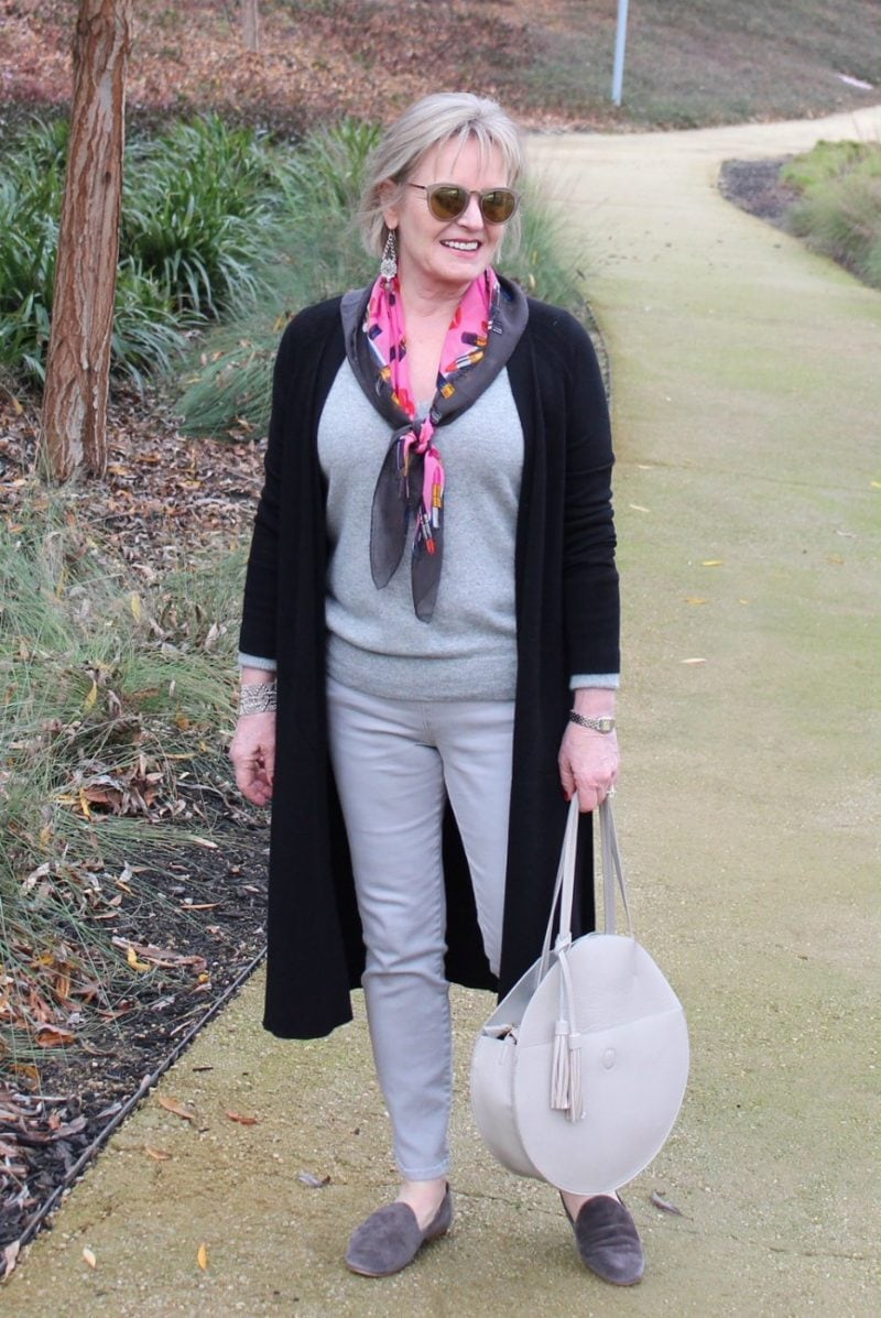Jennifer Connolly of A Well Styled Life wearing circular tote bag
