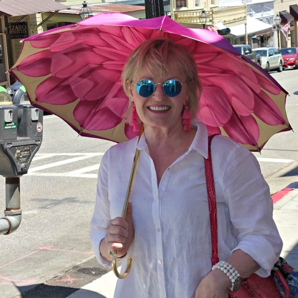 Jennifer Connolly of A Well Styled Life carrying Persole Shade umbrella
