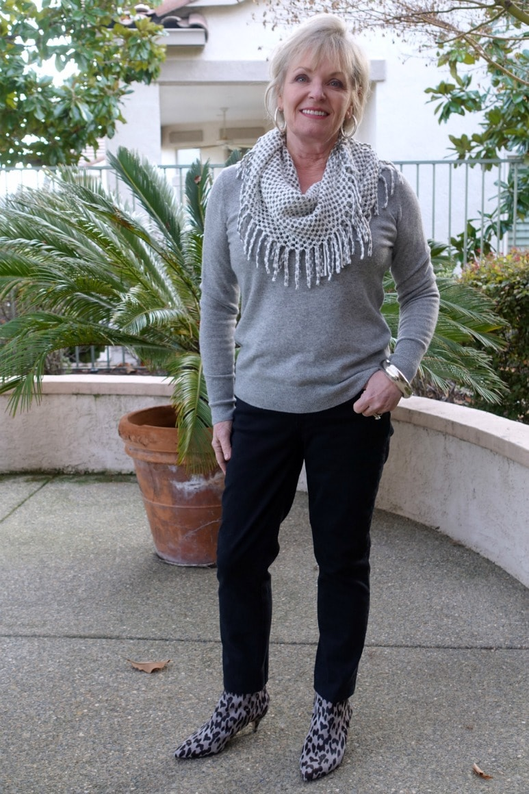 how to style a v-neck sweater and straight jeans 5 ways