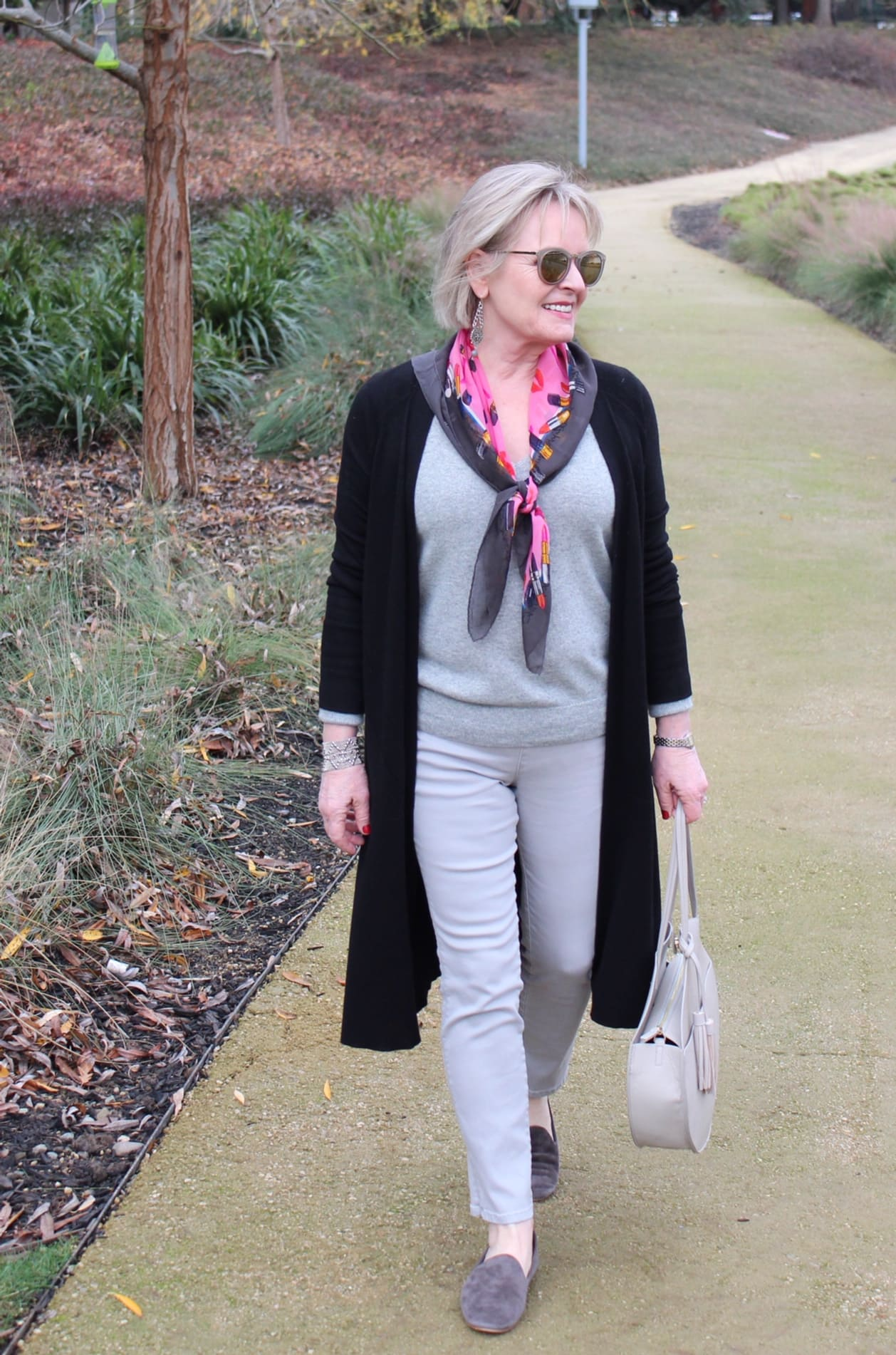 Jennifer Connolly of A Well Styled Life showing why a v neck help you appear taller and slimmer