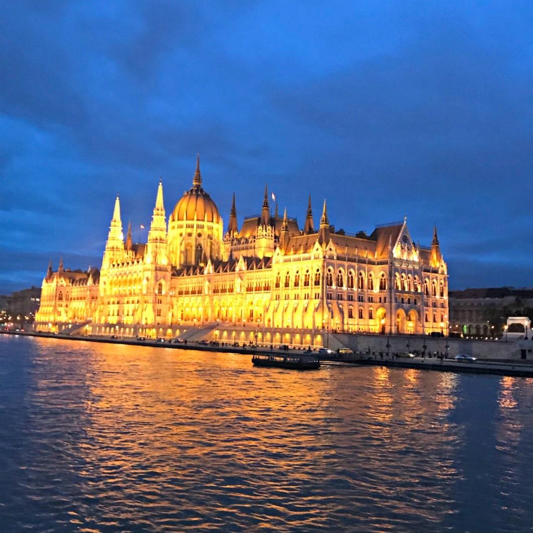 parliment building in bucharest