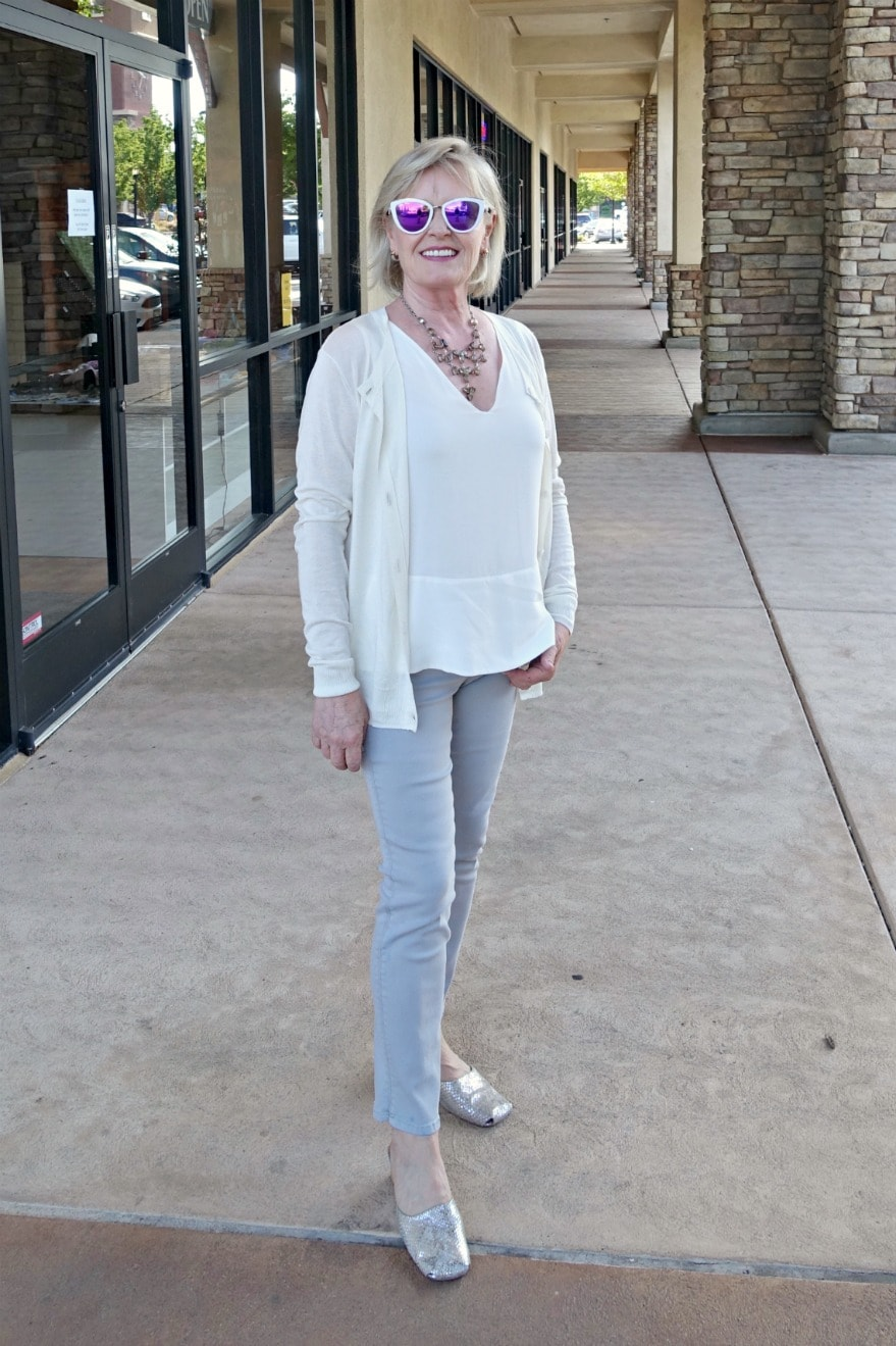 Jennifer Connolly of A Well Styles life wearing squared toe mules and casual outfit in neutralssses