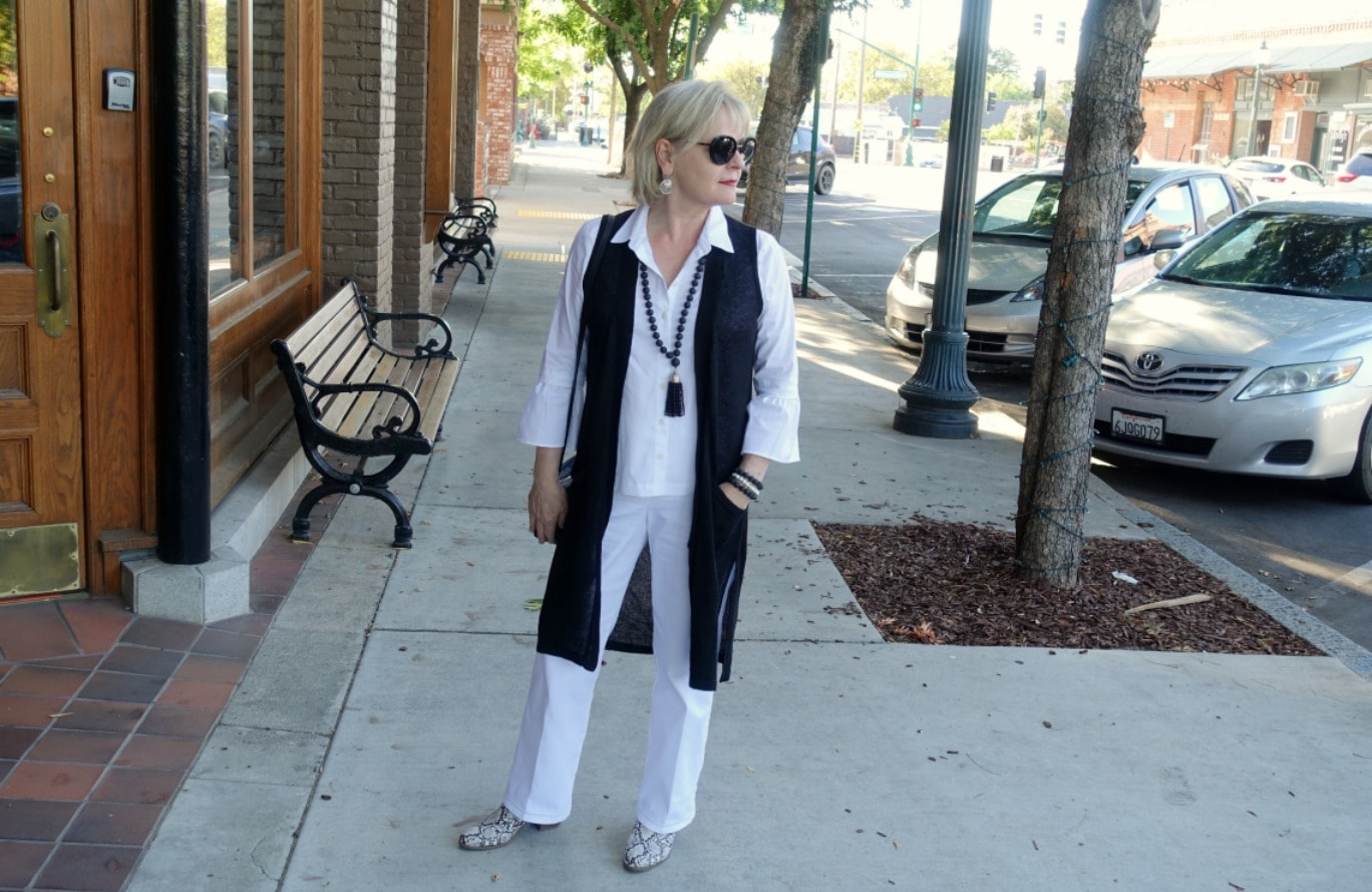 Jennifer Connolly of A Well Styled Life wearing Talbots white denim trousers