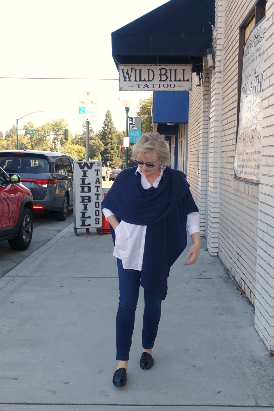 Jennifer Connolly of A Well Styled Life wearing blue ruana and blue leggings