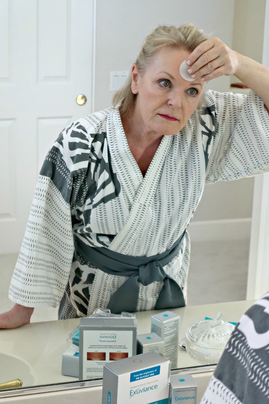 Jennifer Connolly of A Well Styled life applies Exivuance exfoliating pad to her forhead