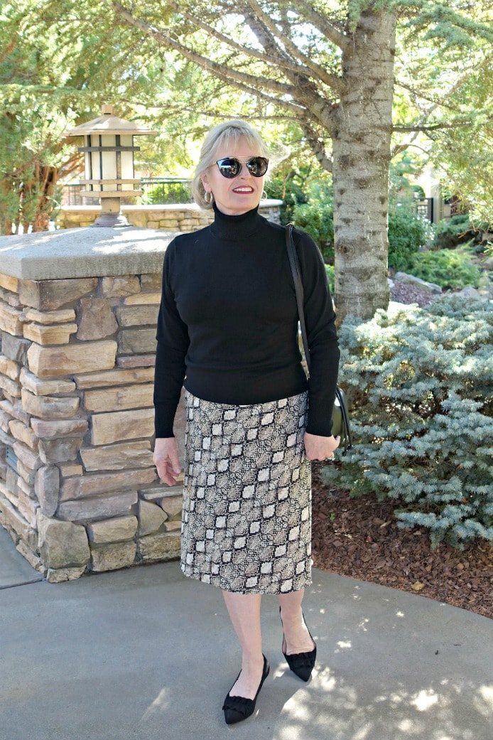 Jennifer Connolly of A Well Styled Life showing flattering length of midi skirt