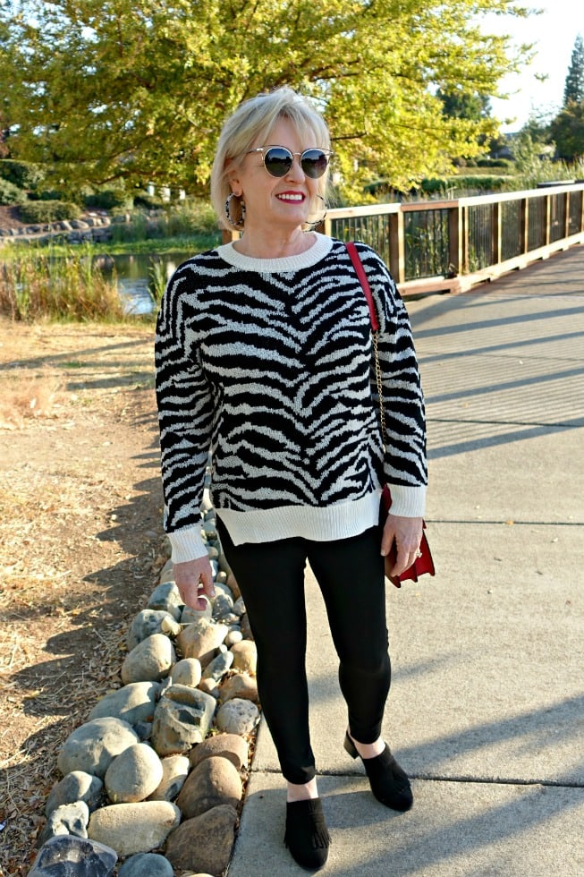 Jennifer Connolly of A Well Styled Life wearing black and white casual look