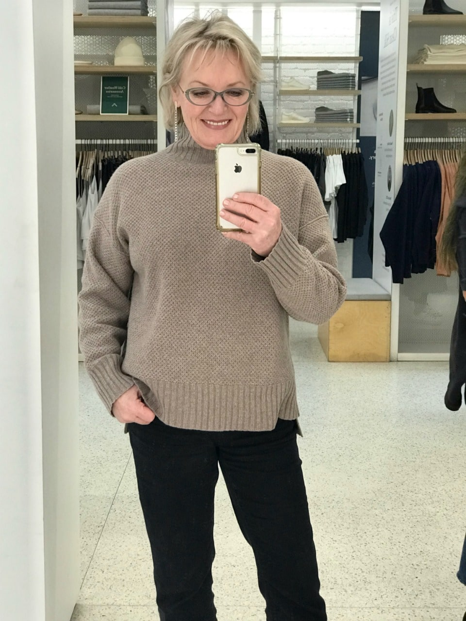 Jennifer Connolly of A Well Styled life wearing Everlane ReCashmere Stroopwafel turtleneck