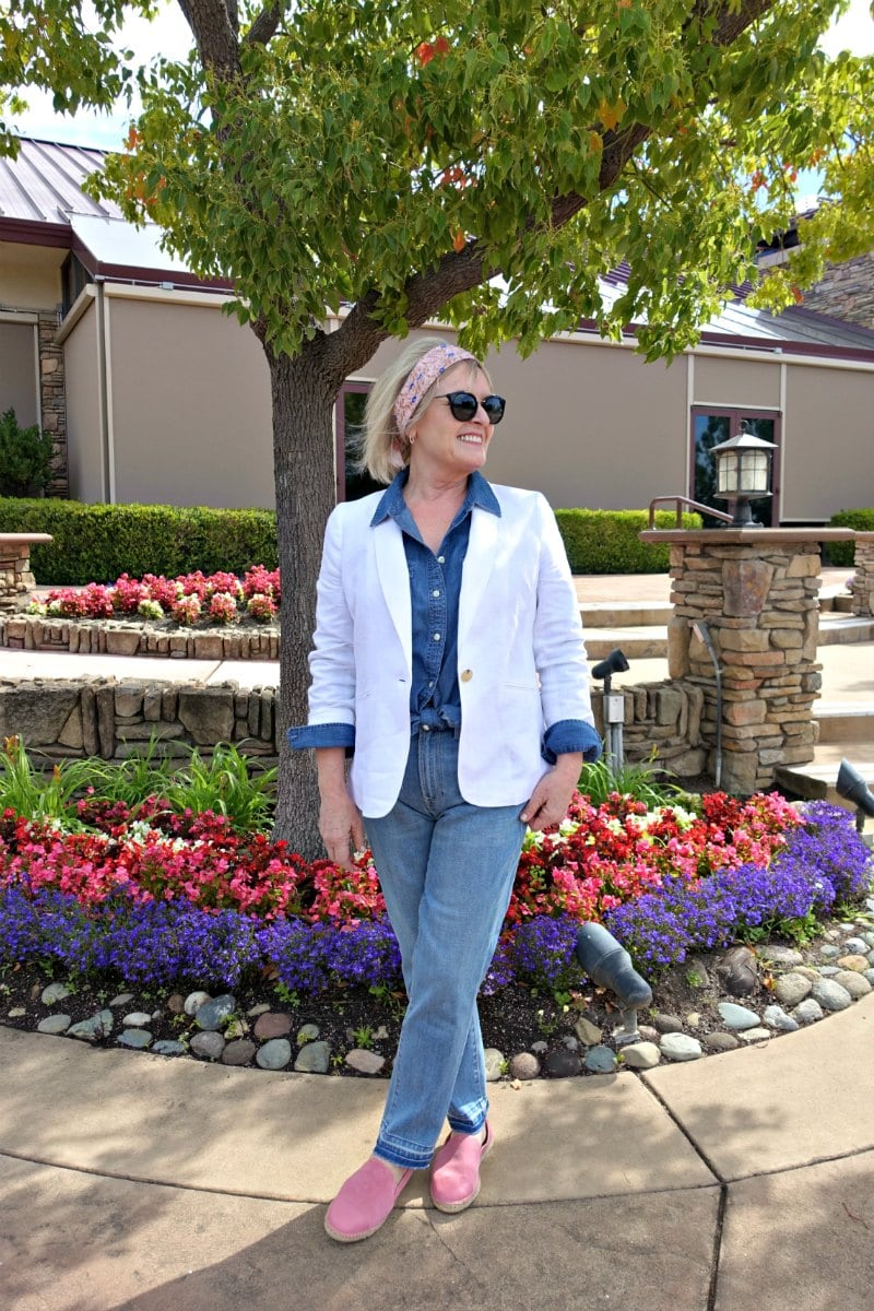 Jennifer connolly of A Well Styled Life wearing Talbots linen blazer