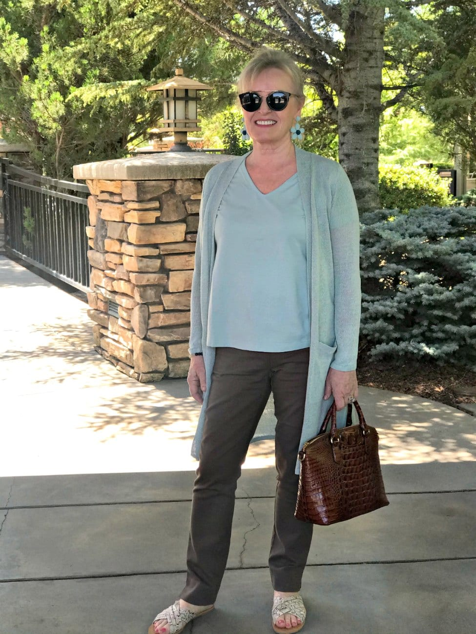 long linen sweater and brown pants on over 50 petite blogger