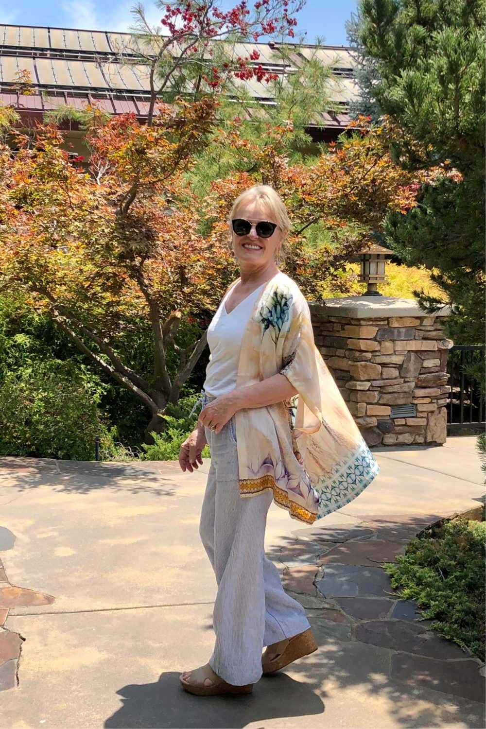 over 50 petite fashion blogger Jennifer Connolly styles a silk ruana and linen pants from Chico's