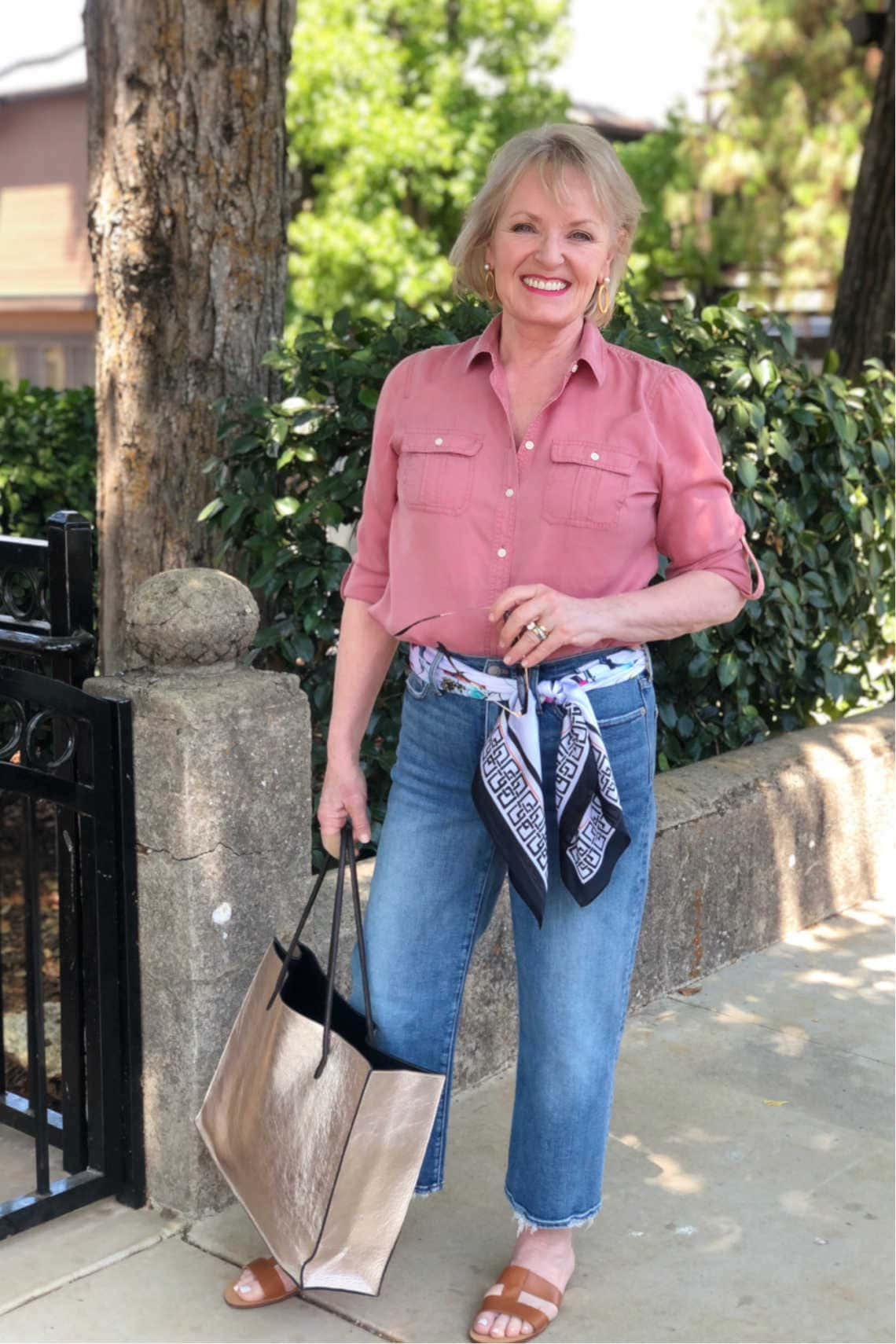 fashion blogger Jennifer Connolly wearing Madewell wide leg crops jeans