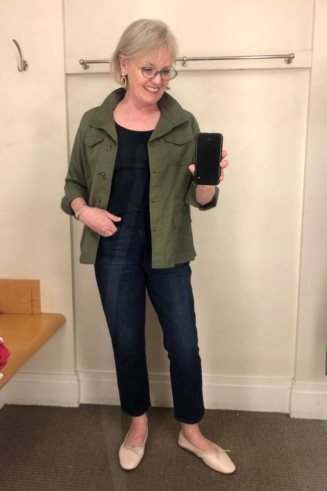 fashion blogger wearing green jacket and jeans in Talbots