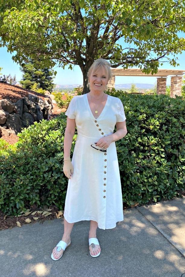 petite over 50 blogger Jennifer Connolly wearign white linen dress from madewell