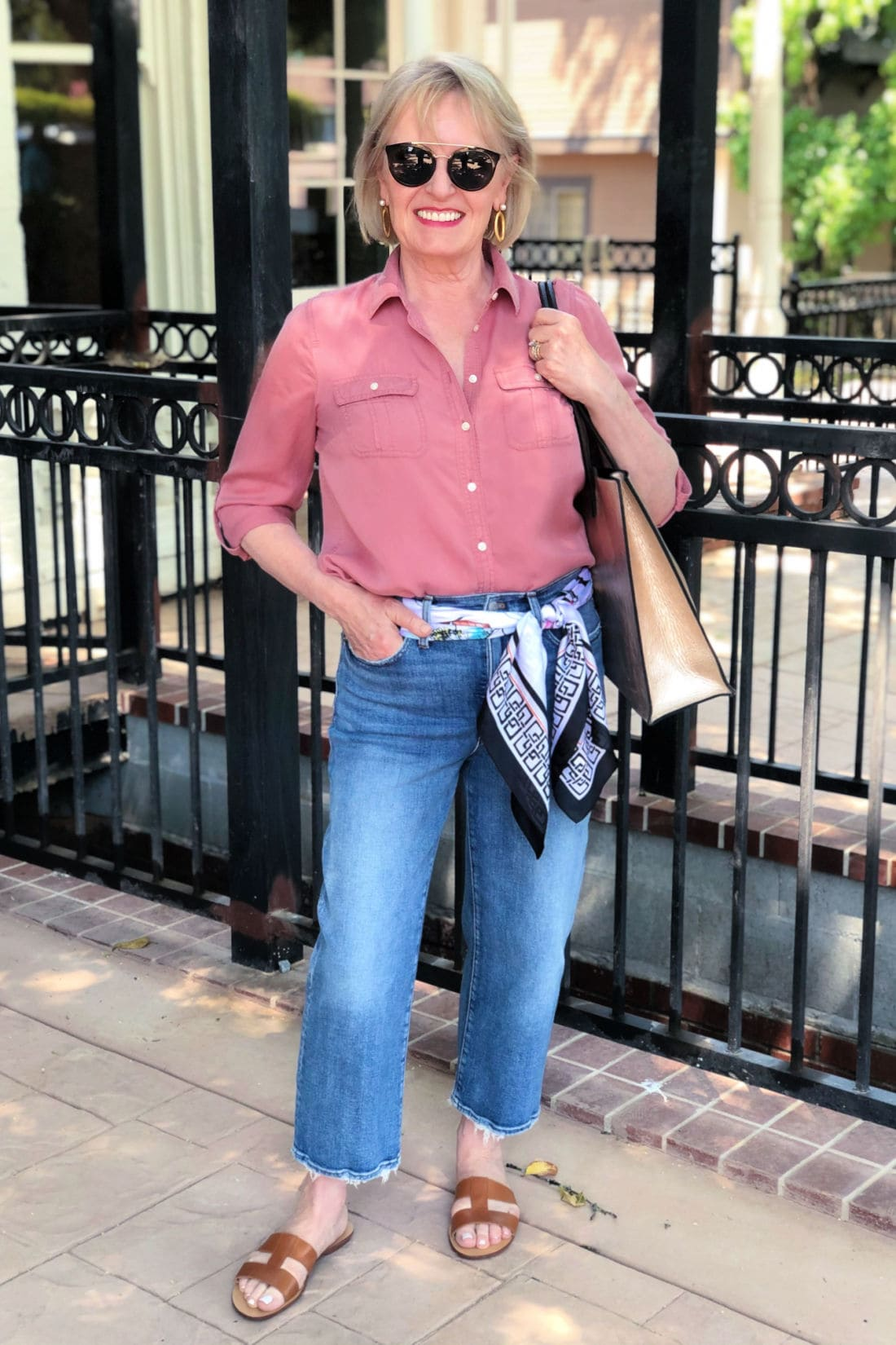 fashion blogger Jennifer Connolly wearing cropped jeans and pink tencel shirt