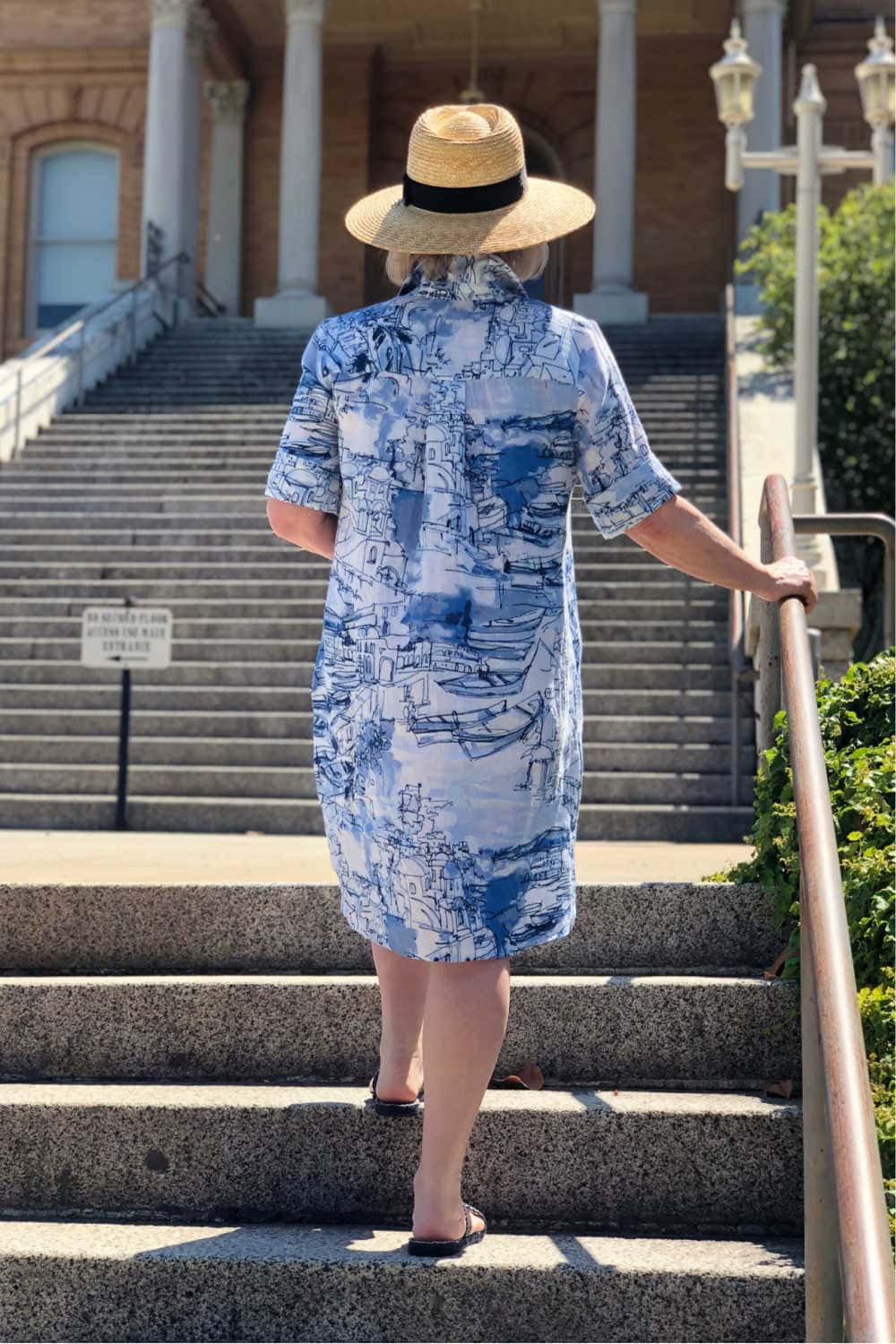 over 50 fashion blogger jennifer connolly wearing santorini linen dress by chico's