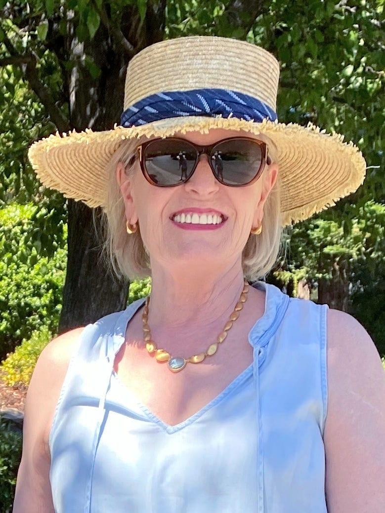 Jennifer Connolly wearing Dean Davidson Mar gemstoen statement necklace