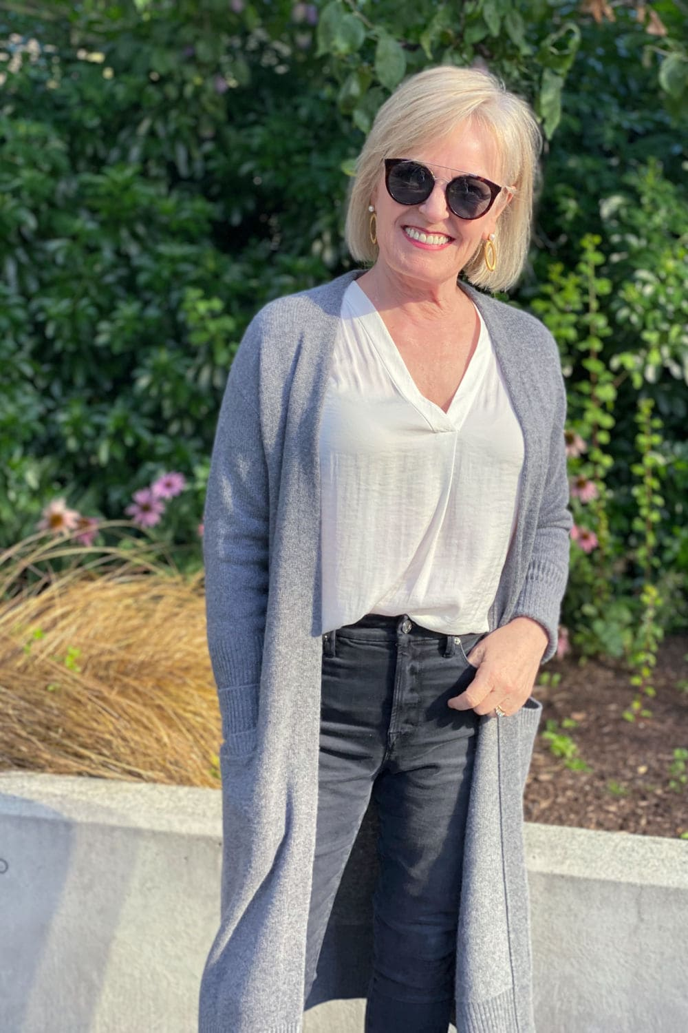 fashion blogger jennifer fo a well styled life wearing halogen cashmere cardigan and good american jeans