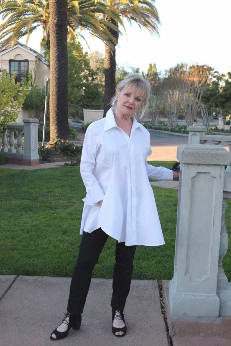 fashion blogger Jennifer Connolly wears white tunic shirt and narrow black pants