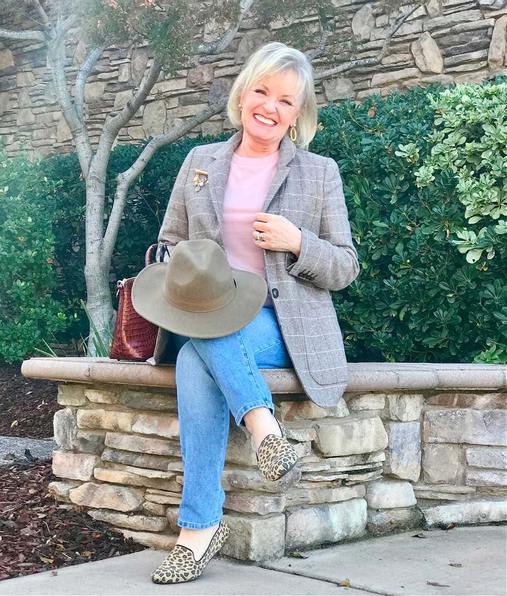 jennifer of a well styled life wearing madewell blazer and jeans with pink tee and taupe fedora