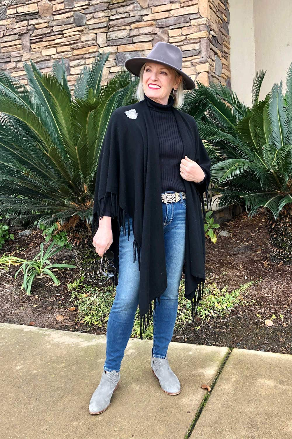 over 50 bogger jennifer of a well styled life wearing black runana and gray fedora