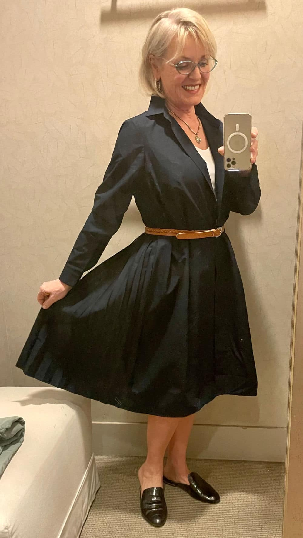 WOMAN HOLDING SKIRT OUT ON NAVY DRESS