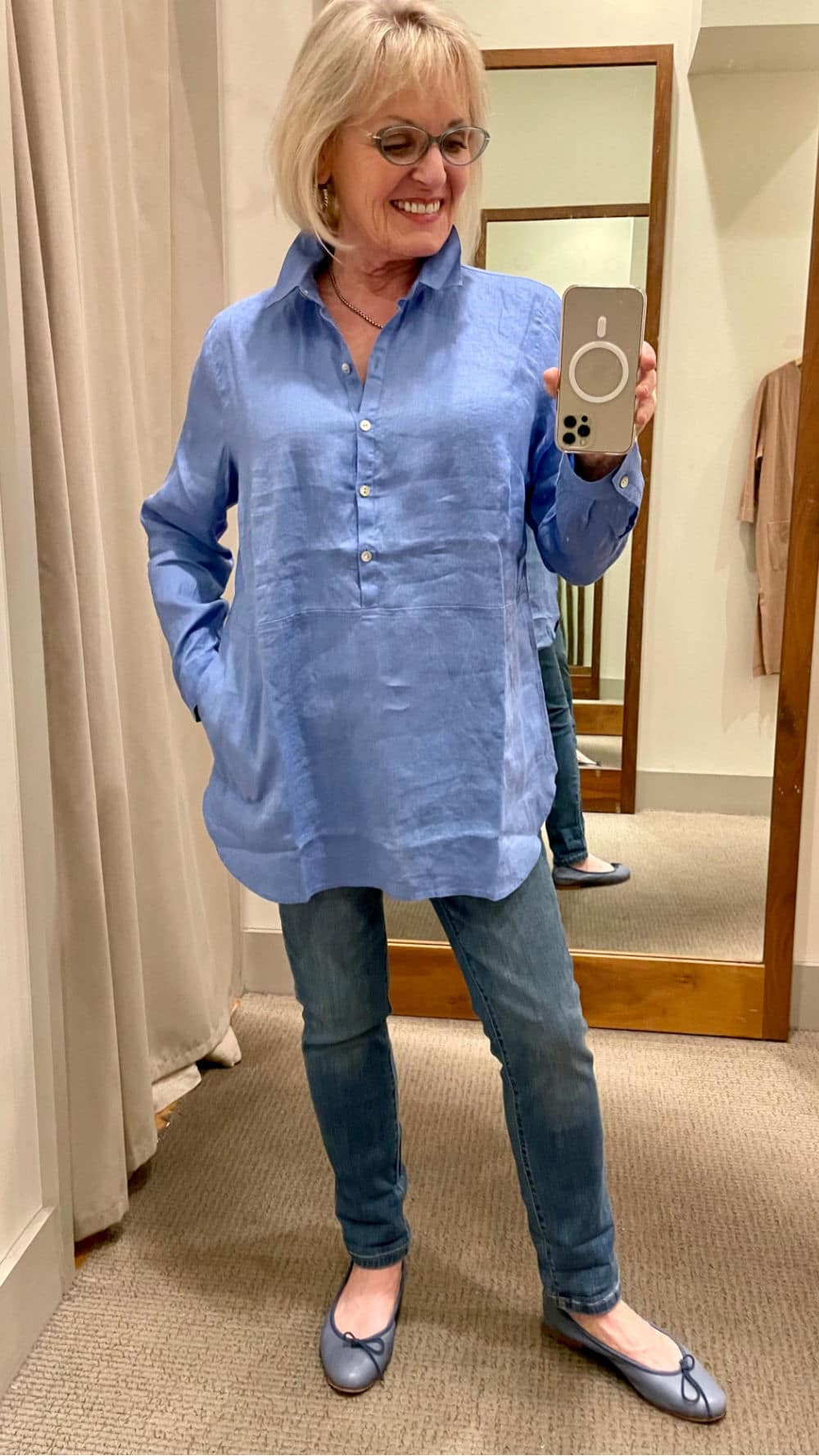 over 50 fashion blogger modeling blue linen tunic over blue jeans