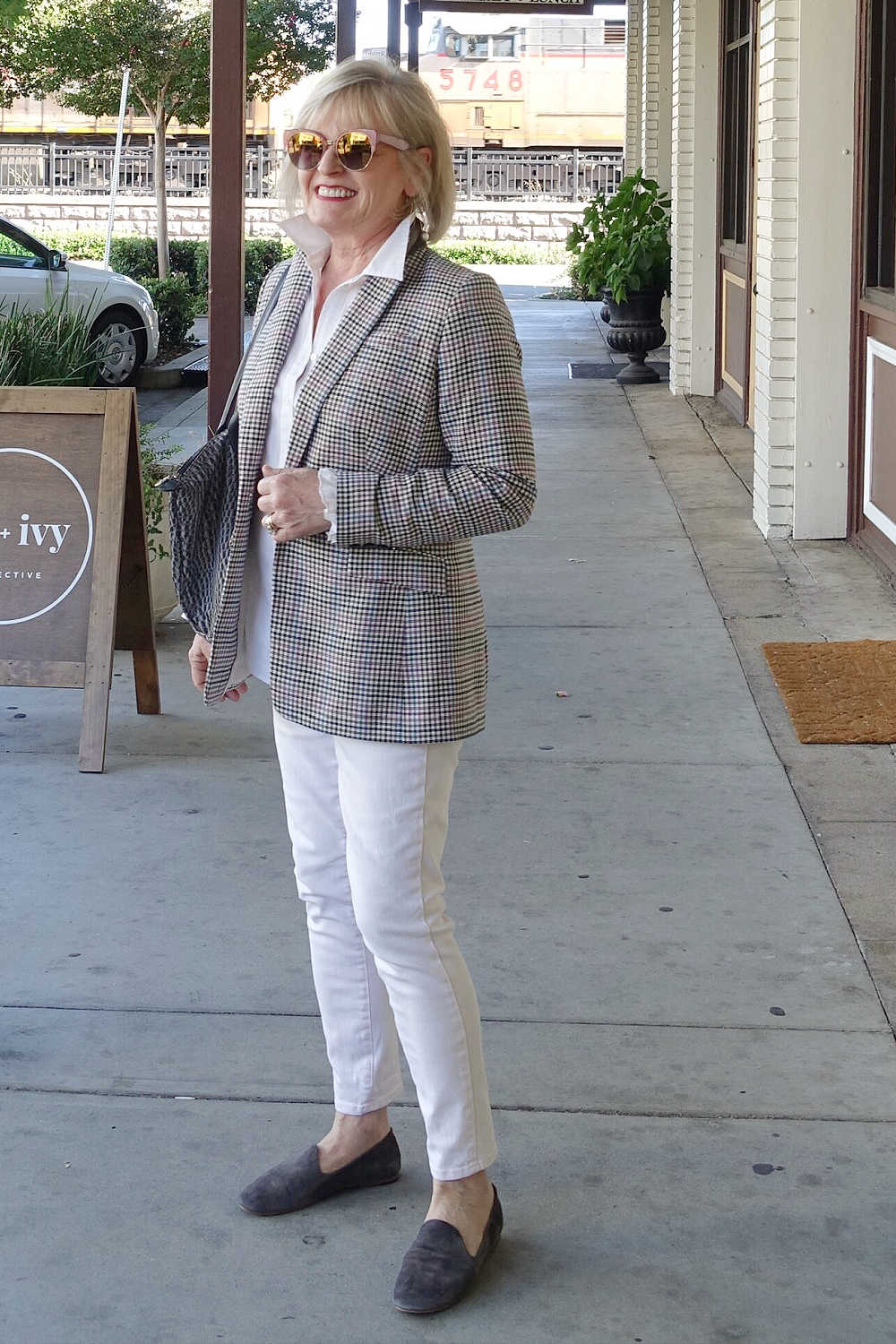 blinde woman wearing classy blazer and white jeans
