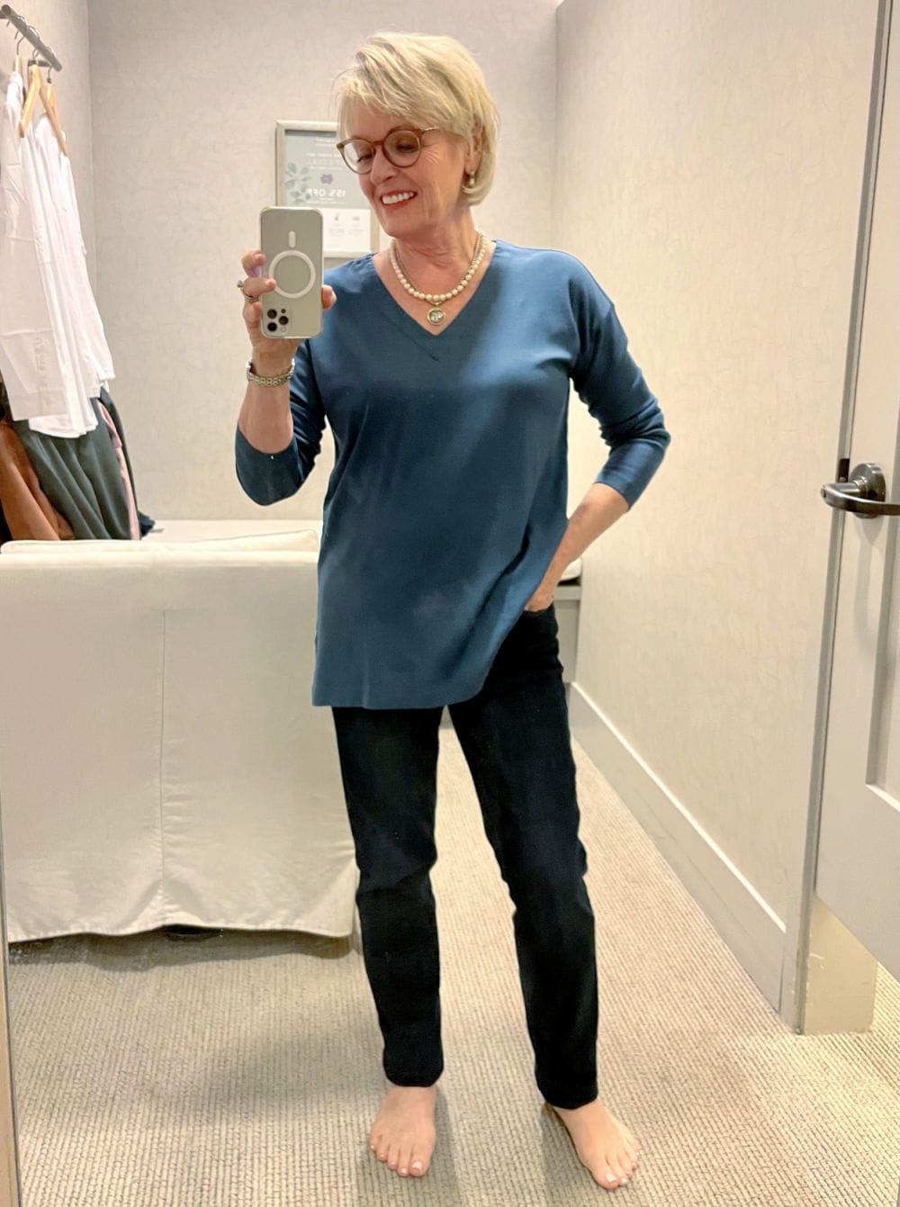 OVER 50 BLOGGER SHOWING BLUE TUNIC AND JEANS AT J.JILL